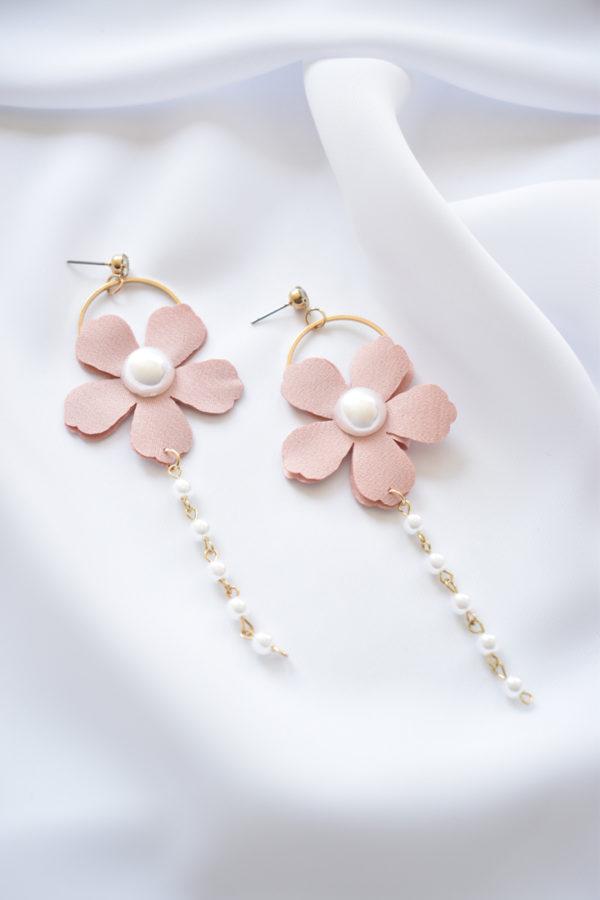 Kvetinové náušnice s perličkami Chain