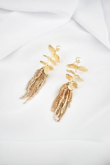 Zlaté visiace náušnice s perlou Figurante